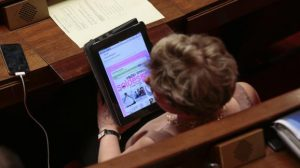 le-querelleur-depute-remuneration-tablette-2
