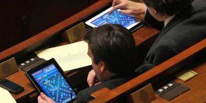 le-querelleur-depute-remuneration-tablette