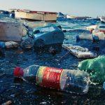 275 millions de tonnes de déchets plastiques, ce chiffre – monstrueux – représente la production de 192 pays pour la seule année 2010. On estime qu'entre 6,5 à 8 millions de tonnes de ces déchets plastiques sont déversés dans l'océan cha