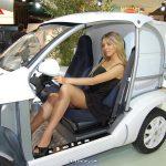 Que serait le Mondial de l'Automobile sans sa flopée de mannequins en tenue légère?